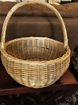 "VINTAGE WICKER SHOPPING PICNIC BASKET ROUND WITH TALL HANDLE 15.5"" DIA X 7"" DEEP"